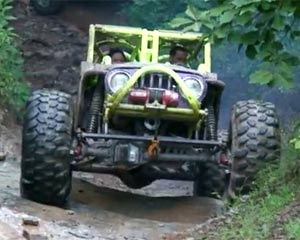 Jeep giving it Hell on Loose Rocks